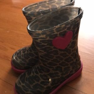 Size 22 (US 6) almost new rain boots